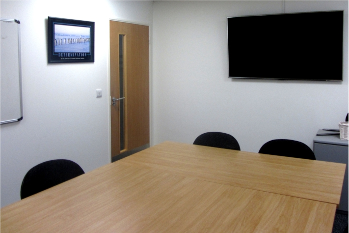 Meeting room for up to 8 people with iwhiteboard and digital screen